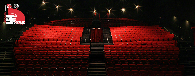 Platea del teatro sedie vuote