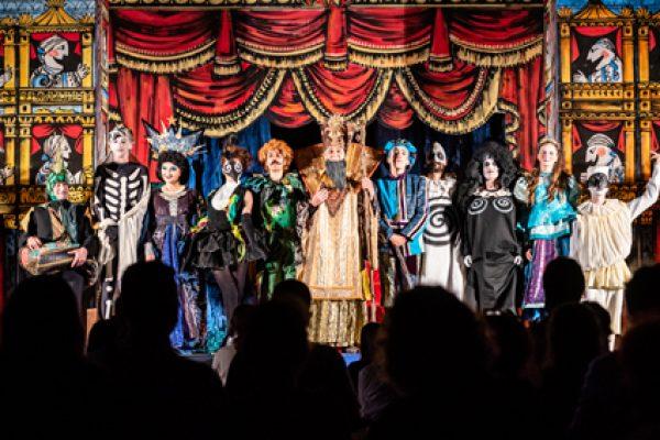 gli attori di Un flauto magico nei saluti di fine spettacolo