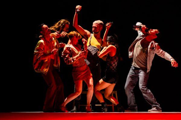 danzatori ballano i stile discoteca